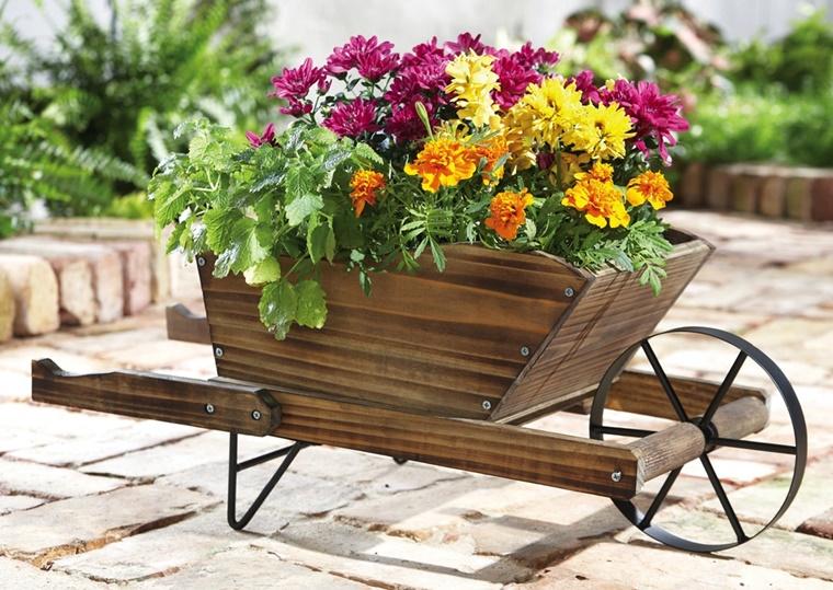 carrello legno fiori stagionali decorare giardino
