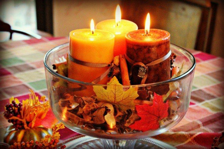 centrotavola autunnali foglie candele colorate