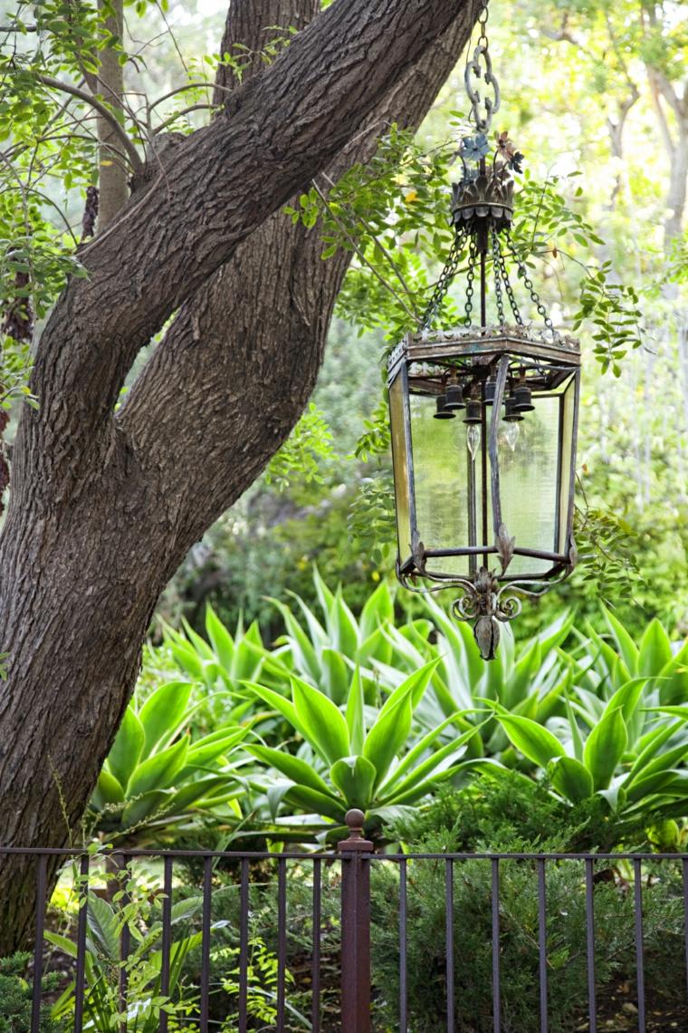 come abbellire un giardino idee particolari stile rustico