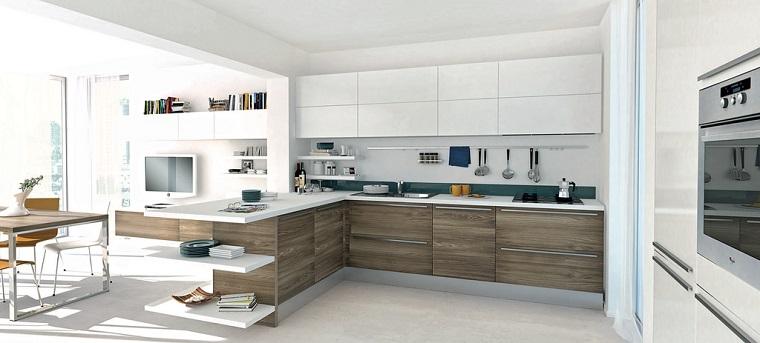Come arredare una cucina con mobili bianchi e legno for Come arredare una casa in legno