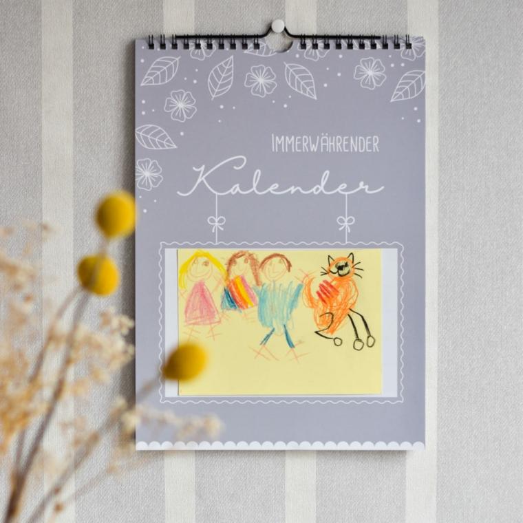 cosa regalare alla propria ragazza per il compleanno calendario personalizzato con disegno della famiglia