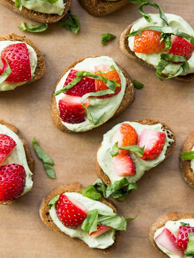 crostini di pane idea colazione dolce fragole