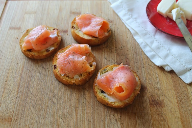 crostini panettone formaggio salmone affumicato