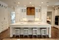 Cucine bianche moderne con inserti in legno – le nuove tendenze