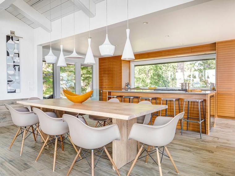cucina con sala da pranzo tavolo rettangolare lungo di legno con sedie