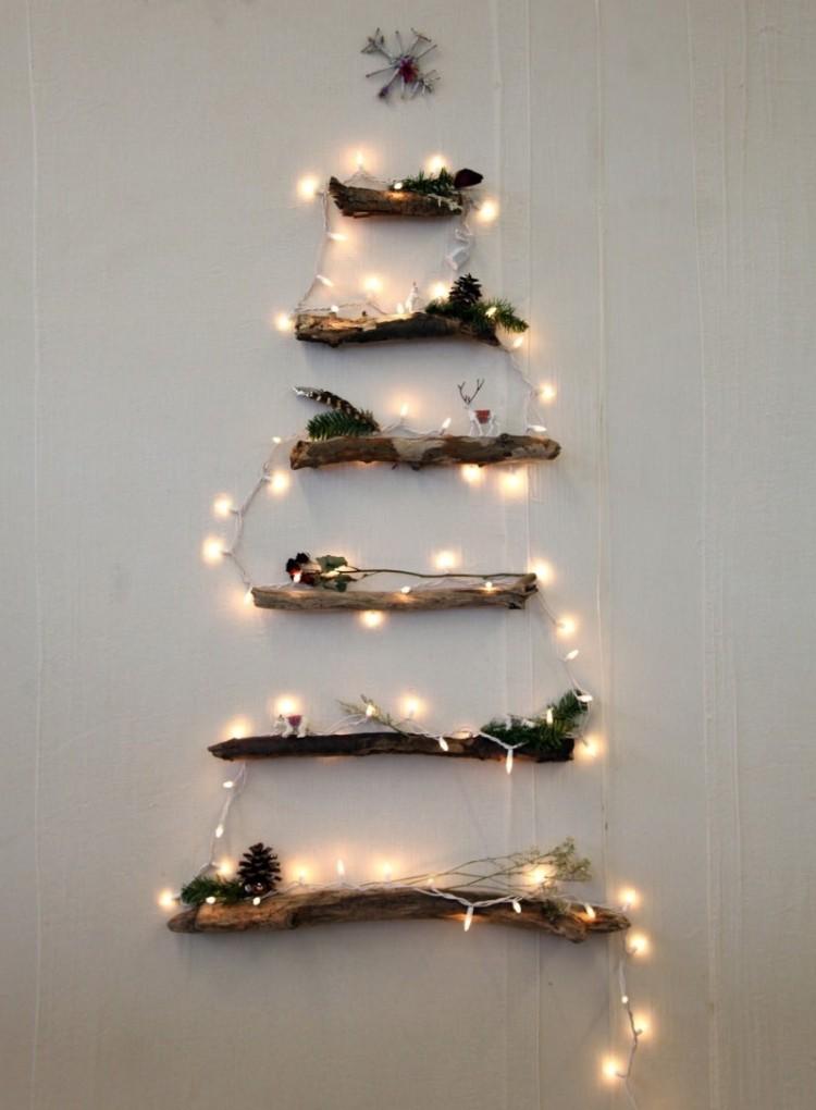 decorazione natalizia rametti attaccati parete luminarie