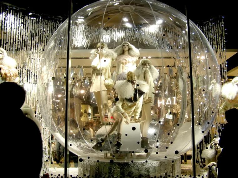 decorazione natalizia stravagante negozio abbigliamento