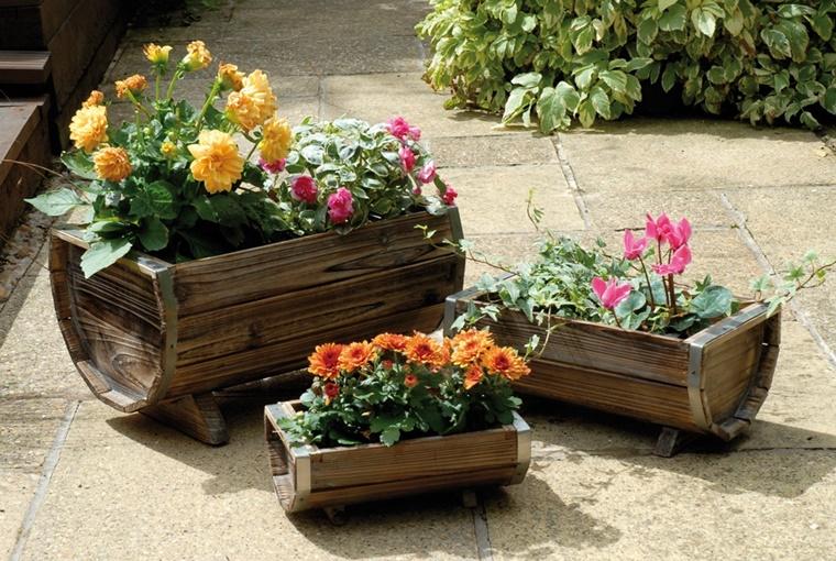 decorazioni giardino barili legno fiori
