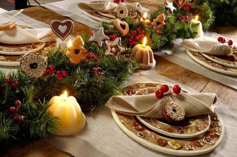 Decori natalizi stile ed eleganza per addobbare la - Addobbi natalizi per tavola da pranzo ...