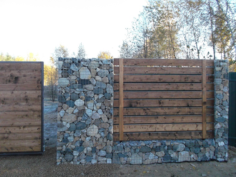 Gabbioni metallici utilizzati come recinzione tante idee for Idee recinzione giardino