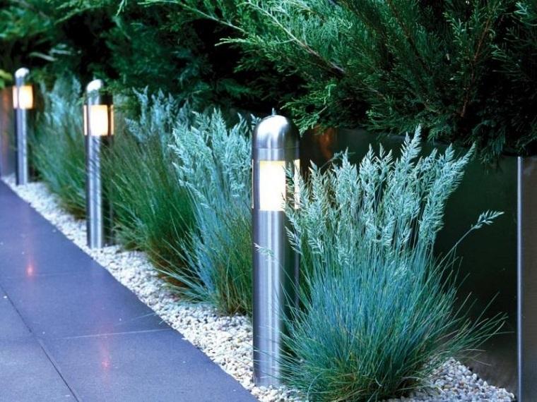 Ghiaia da giardino come trasformare l 39 area esterna in - Vialetto giardino illuminato ...