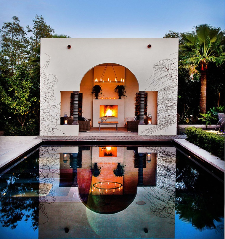 giardino grande piscina camino esterno
