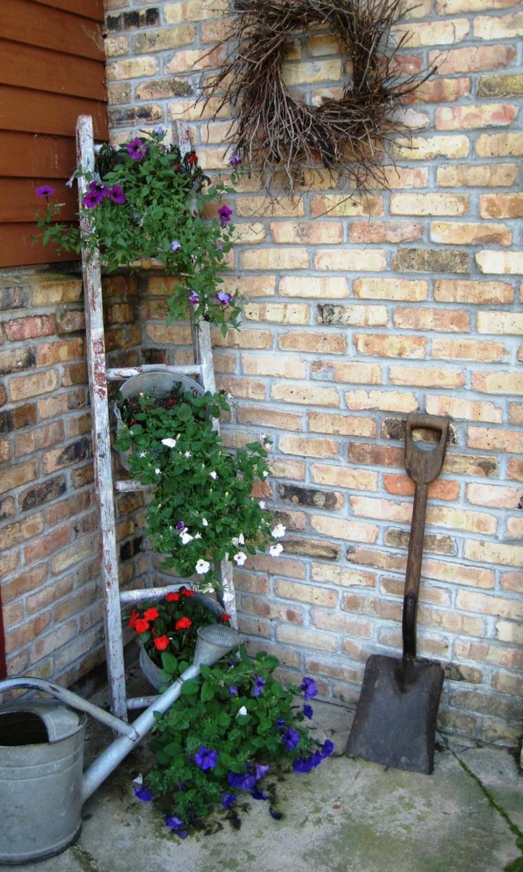 giardino stile vintage decorazioni vivaci colorate