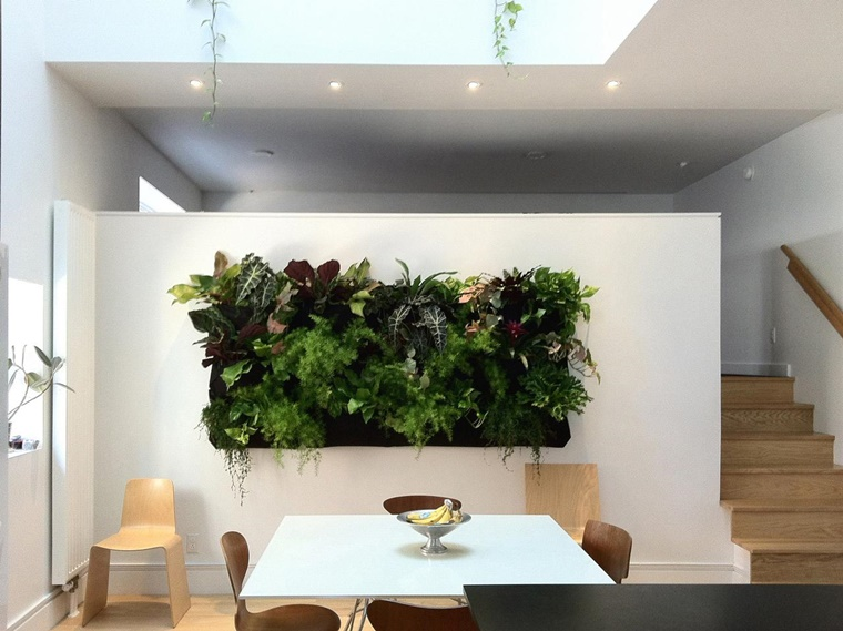giardino verticale design moderno soggiorno