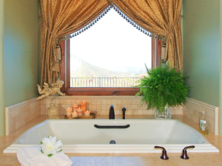 idea vasca bagno elegante rivestimento piastrelle