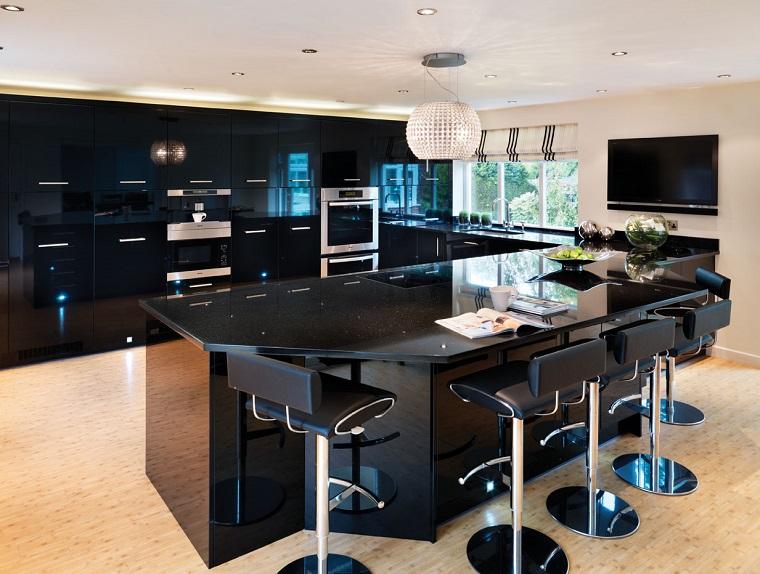 Cucina nera l 39 eleganza intramontabile di uno spazio for Mobili neri