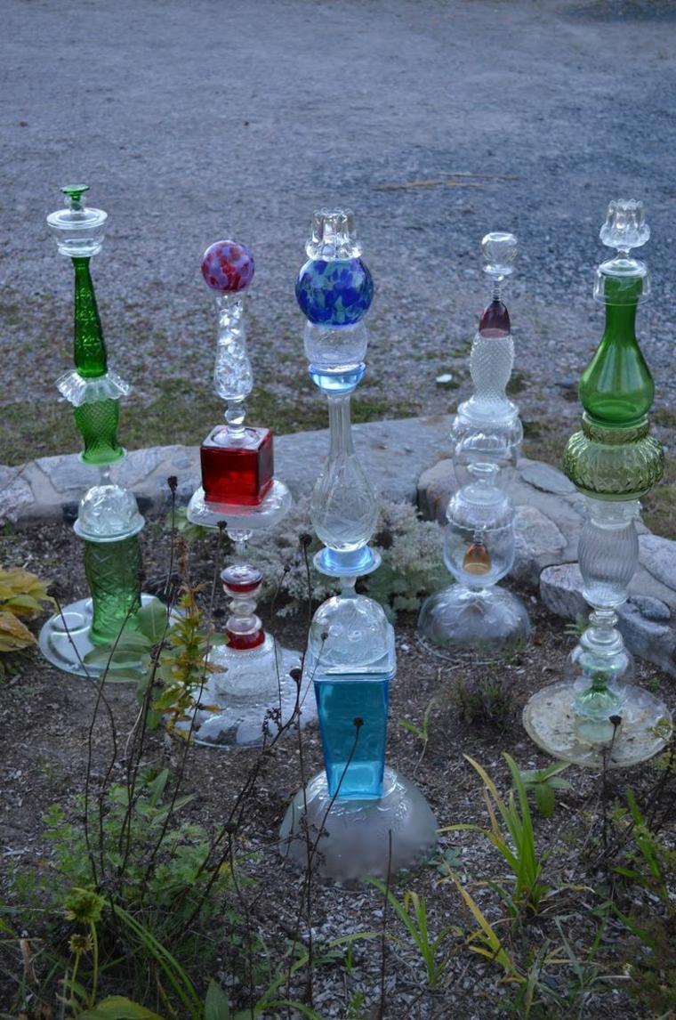 idee giardino paticolari bottiglie vuote vetro