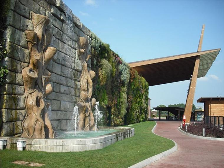 idee giardino verticale esterno centro commerciale