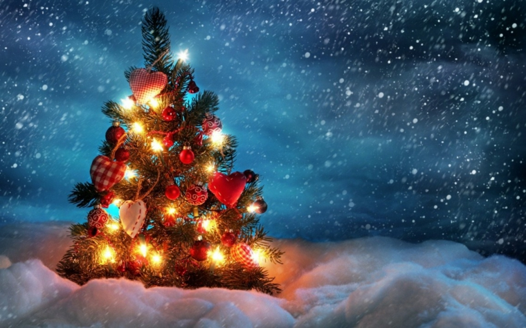 idee per addobbare l'albero di natale luci neve colori