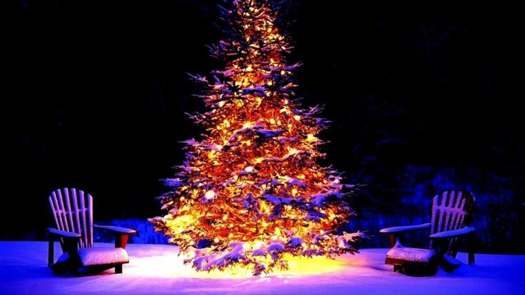 idee per addobbare l'albero di natale luci neve