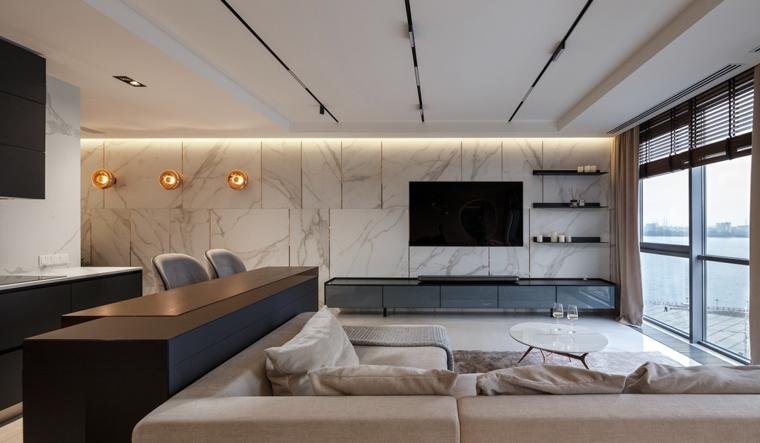 Arredamento casa moderno, cucina con isola centrale, parete con rivestimento in marmo