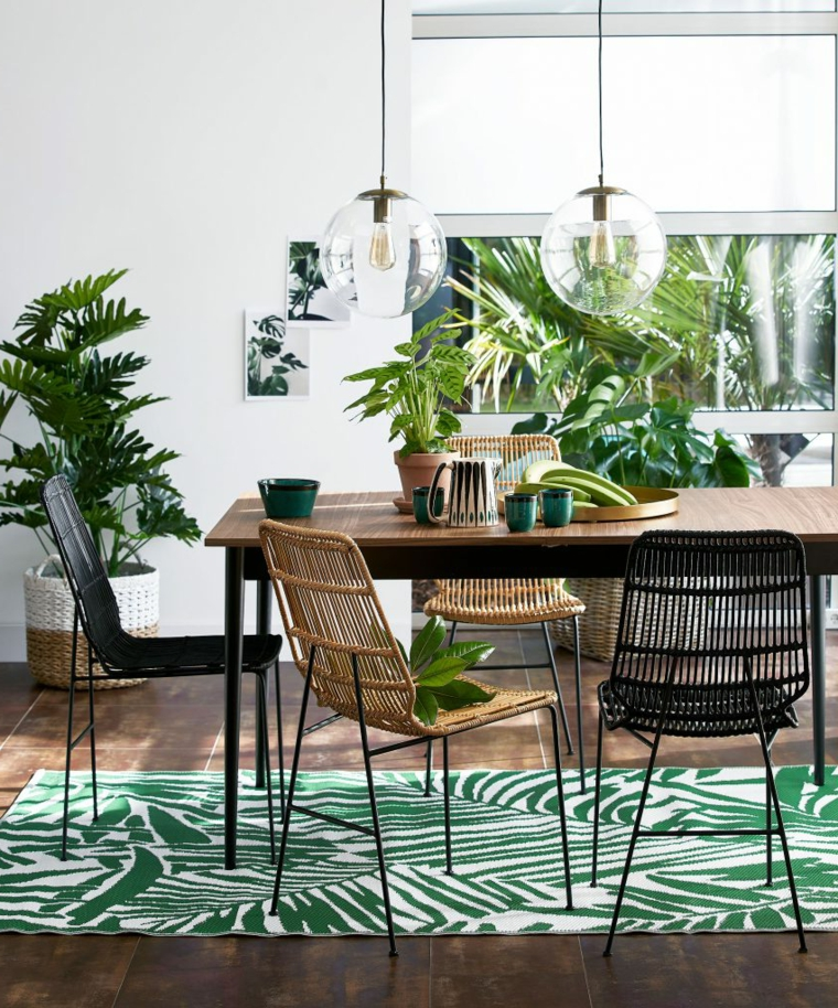 idee sala da pranzo moderna tavolo di legno con sedie in rattan lampadario vetro rotondo