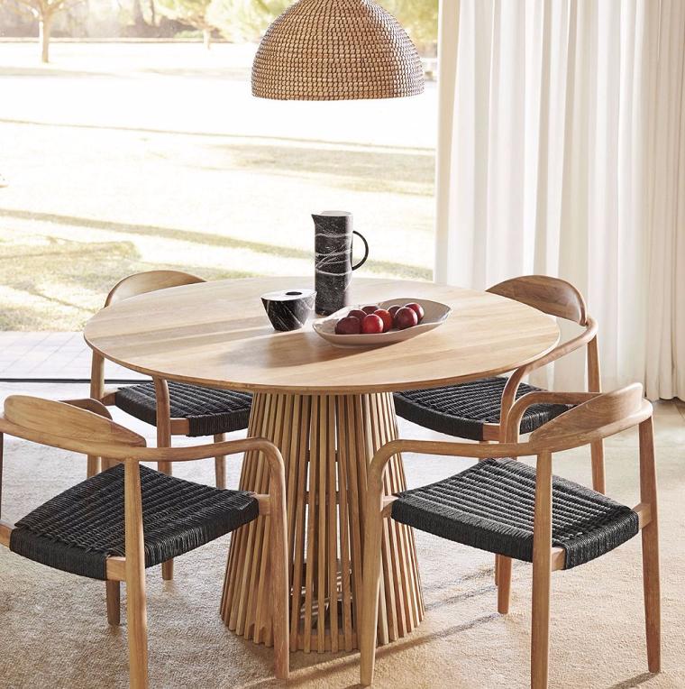 idee sala da pranzo moderna tavolo rotondo di legno con sedie abbinate