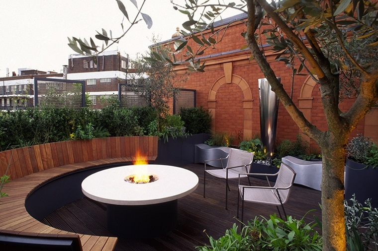 idee terrazzo sedute legno tavolo rotondo
