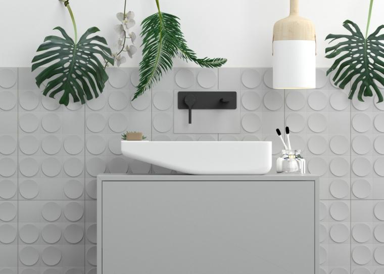 Mobile bagno con lavabo sospeso, piastrelle bagno colore grigio, decorazione con piante