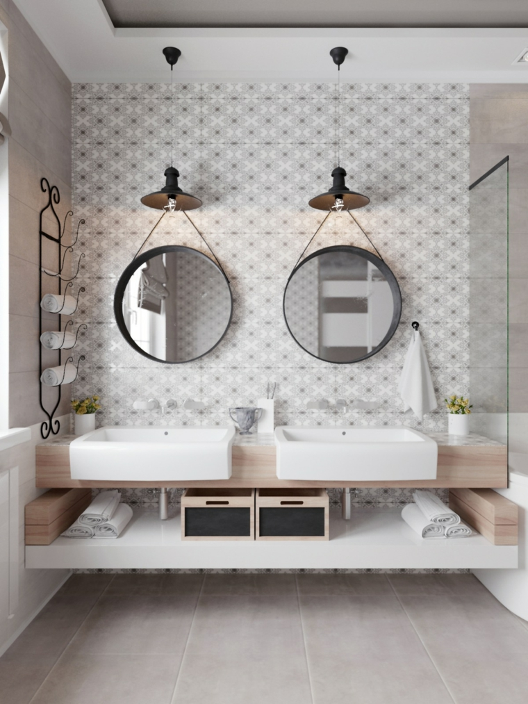 Mobile lavabo da appoggio, pavimento piastrelle grigie, due specchi rotondi