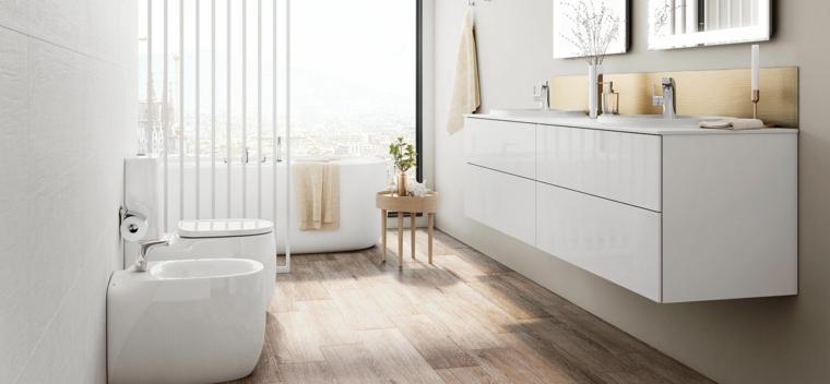 Mobile bianco sospeso, pavimento in legno, vasca da bagno, tavolino di legno per il bagno