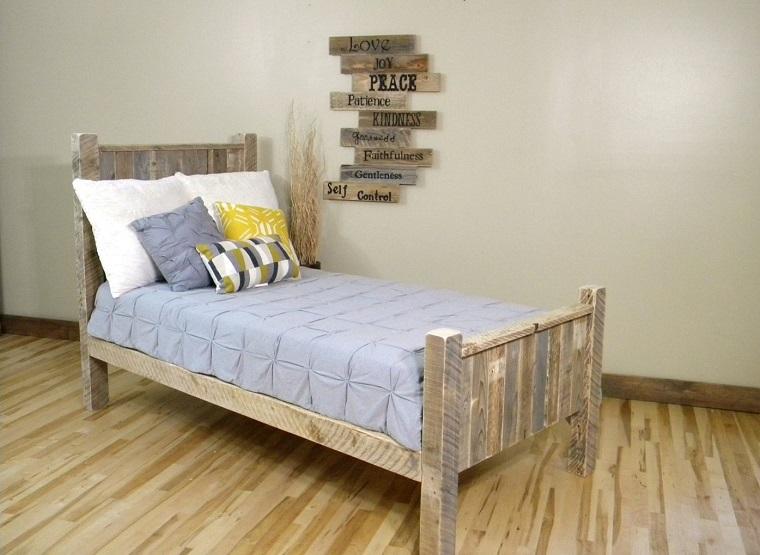 Mobili con pedane di legno excellent mobili con pallet - Letto con pedane ...