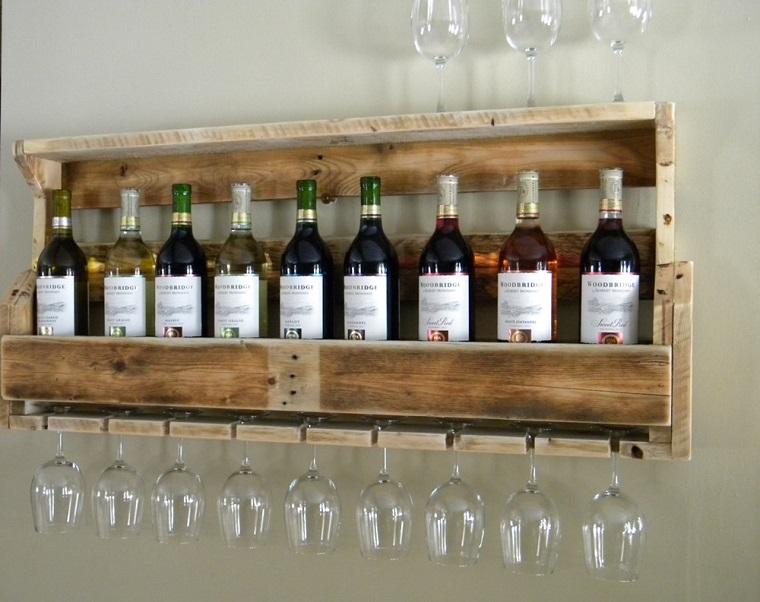 mobili con pallet porta bottiglie bicchieri