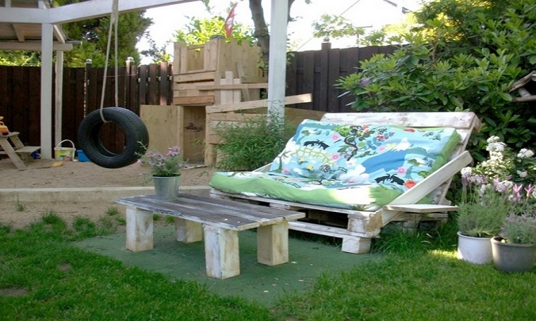 Mobili con pallet tante soluzioni di riciclo per l - Pallet arredo giardino ...