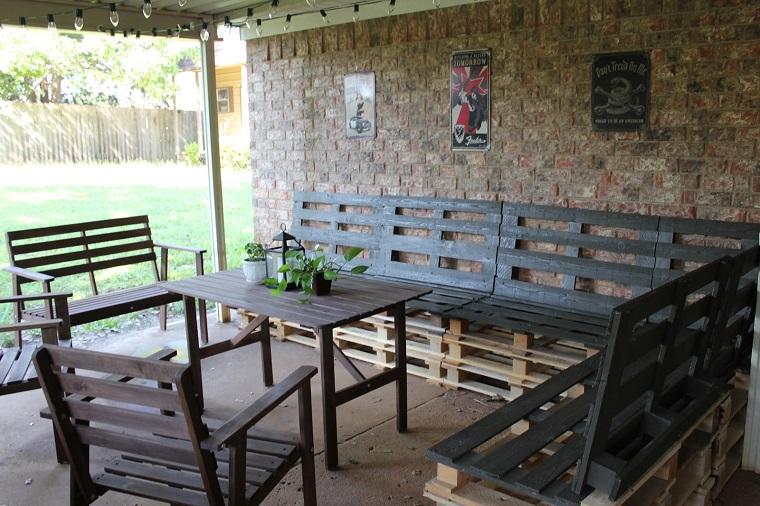 mobili con pallet tavolo sedie esterno