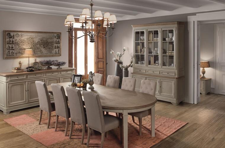 mobili legno chiaro tappetto colorato come decorazione