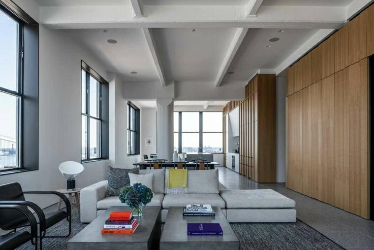 Come arredare un salotto, soggiorno con divano in tessuto, parete con rivestimento in legno