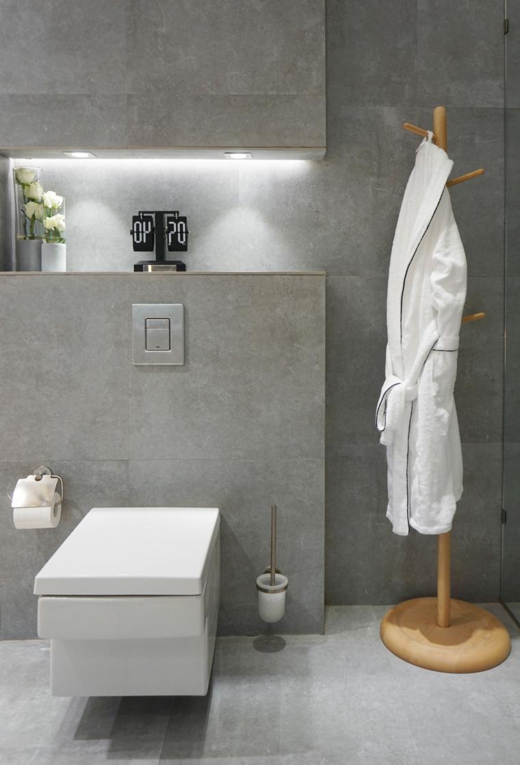 Piastrelle bagno effetto pietra, nicchia in parete, mensola con illuminazione