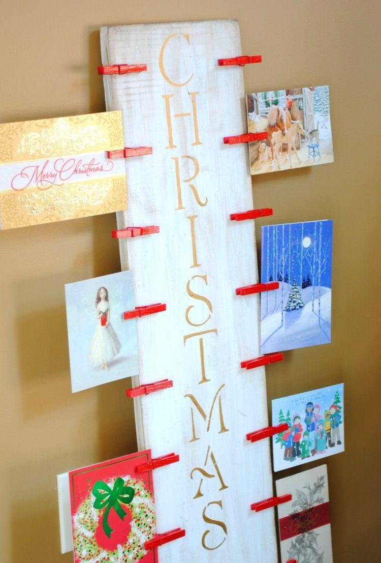 pannello legno scritta natalizia cartoline appese