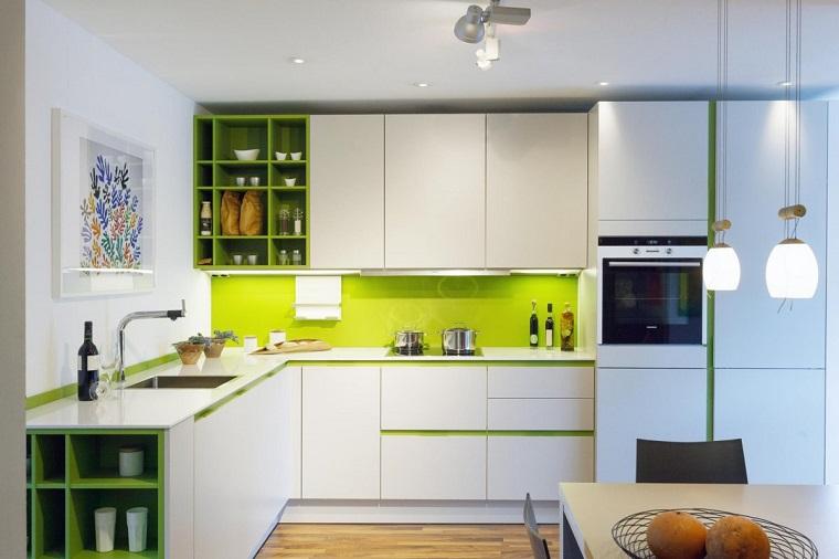 Paraschizzi cucina l 39 utile anche di tendenza - Tappeti moderni verde acido ...