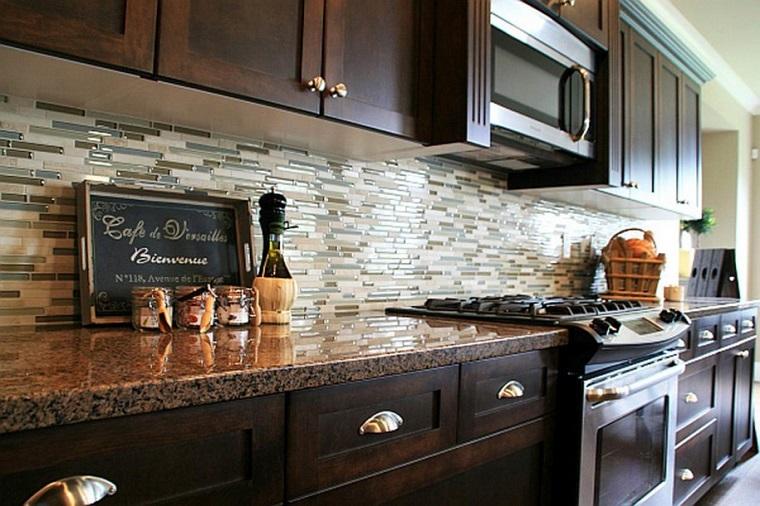 Paraschizzi cucina l 39 utile anche di tendenza - Paraschizzi cucina plexiglass ...