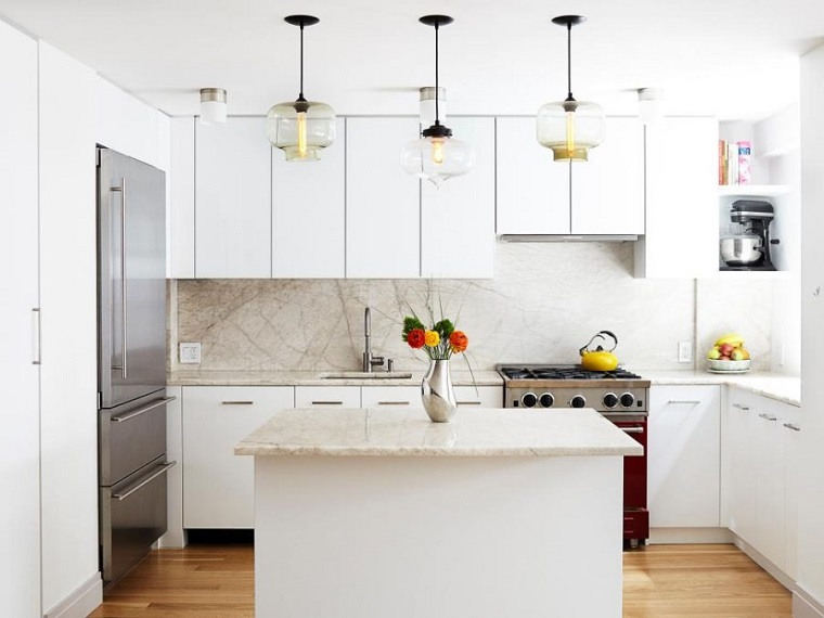 paraschizzi cucina quarzo chiaro mobili bianchi