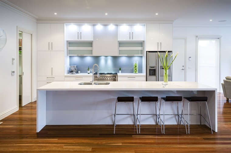 Paraspruzzi cucina tante idee utili per l 39 arredamento - Paraspruzzi per cucina ...