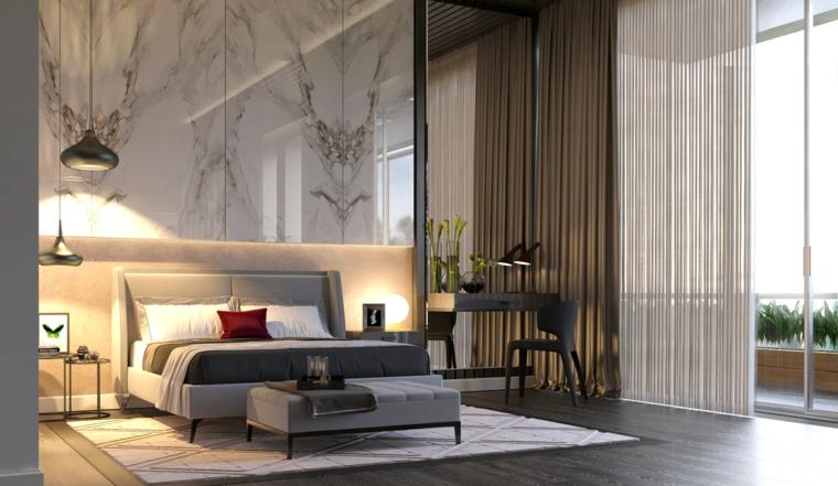 Camere matrimoniali moderne, parete in marmo, testata letto colore grigio, pavimento in parquet