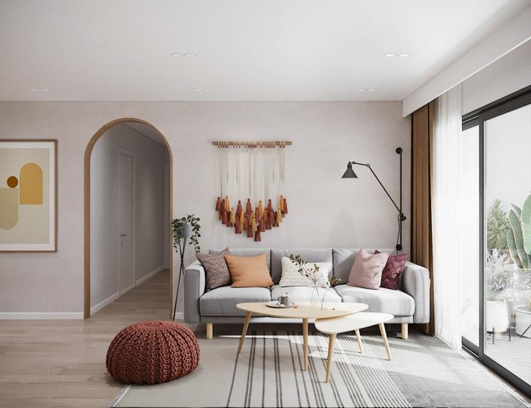 Come arredare un salotto, divano di colore grigio in tessuto, due tavolini in legno