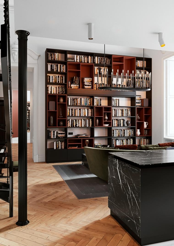 Open space con divano e isola, libreria in legno con scaffali, pavimento in parquet