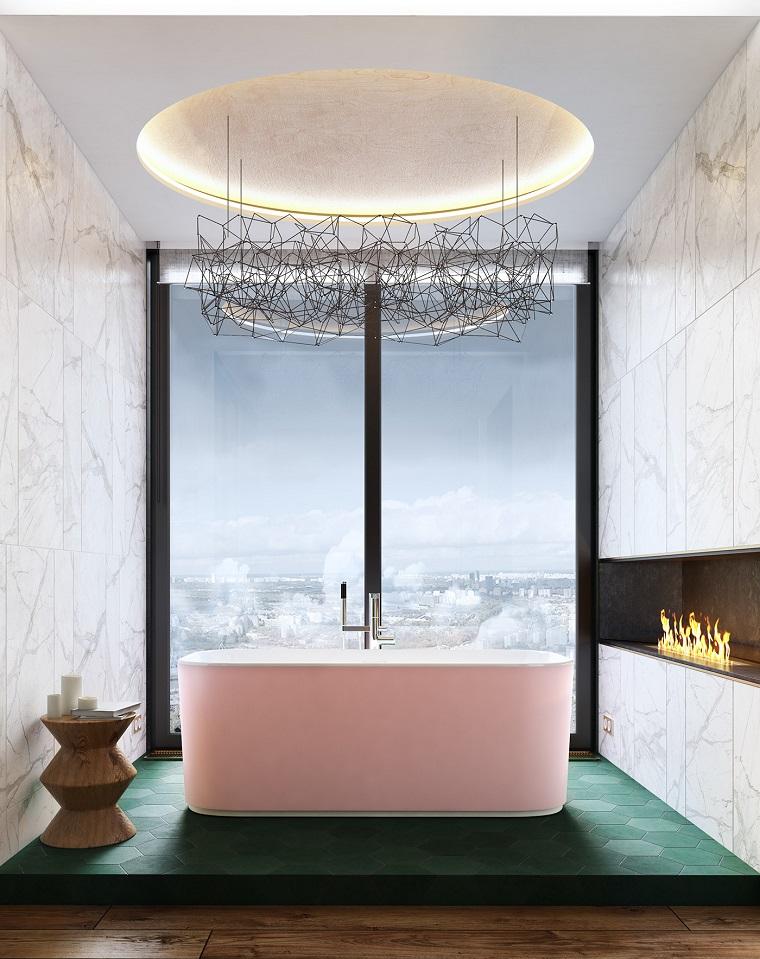 Piastrelle bagni moderni, pavimento con piastrelle verdi, stanza con camino, lampadario con retro illuminazione