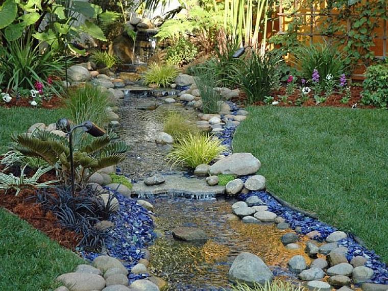 progettate un giardino fiori piante rocce