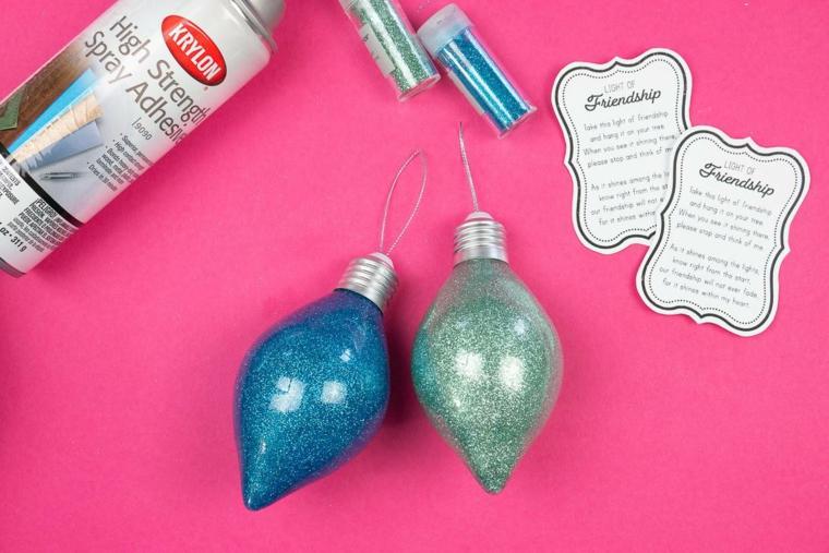 regali economici ma d effetto palline natalizie dipinte all interno decorate con etichette