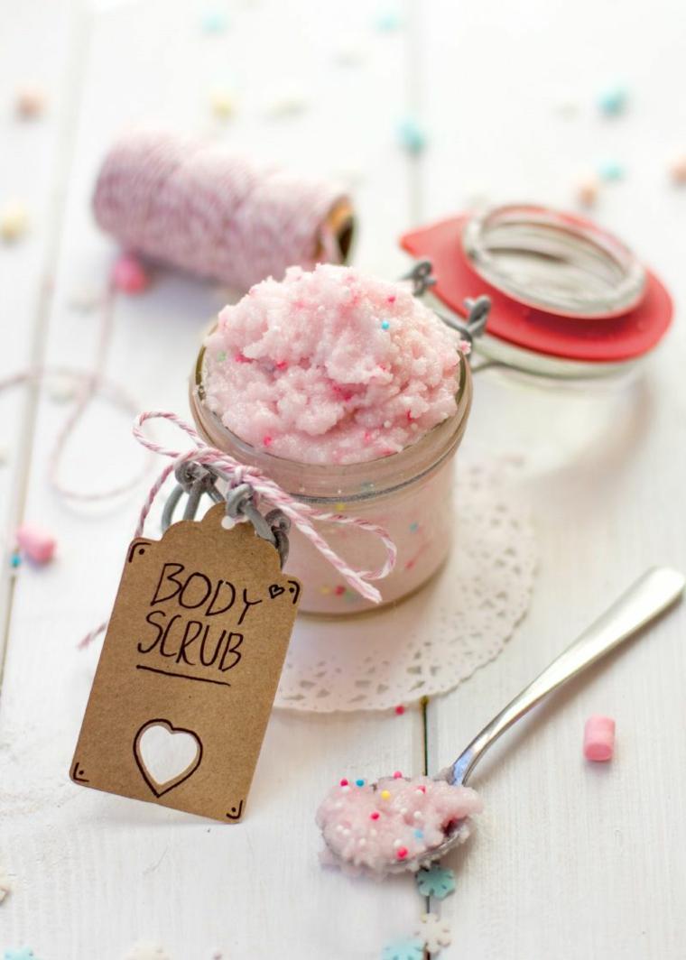 regali originali barattolo con body scrub di colore rosa fai da te